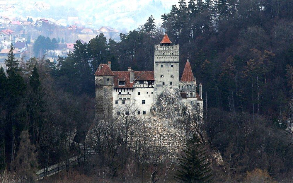 draculars-castle-for-sale-ftr
