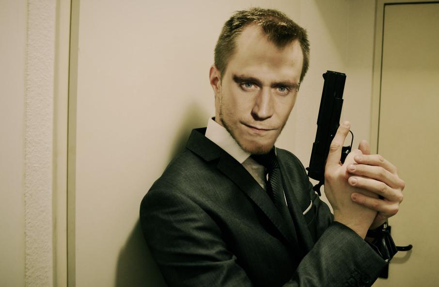 tom-hiddlestone-is-james-bond-hot-official-monste-rmovie