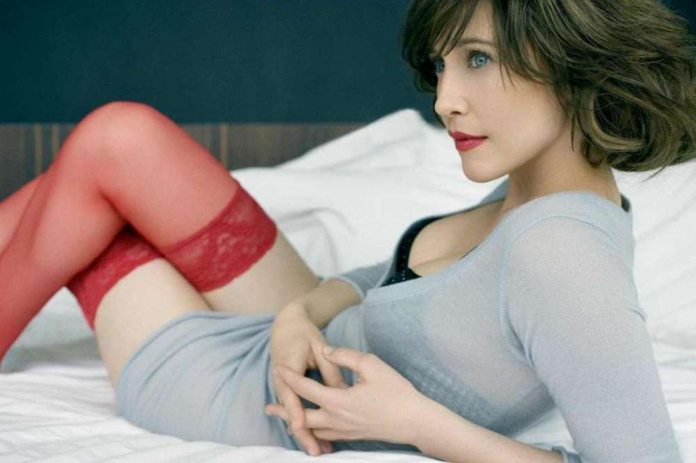 vera-farmiga-in-cardigan-sexy godzilla hot monster monsterverse kong 2020-photo-u1