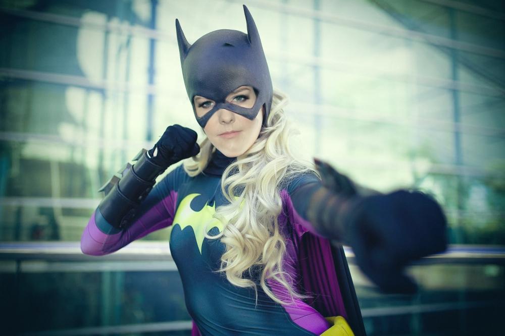 Batgirl cosplay dc comics jena malòone casting jos whedon 220