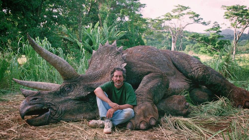 13-jurassic_park_steven_spielberg_triceratops hunter hot monster bestiario