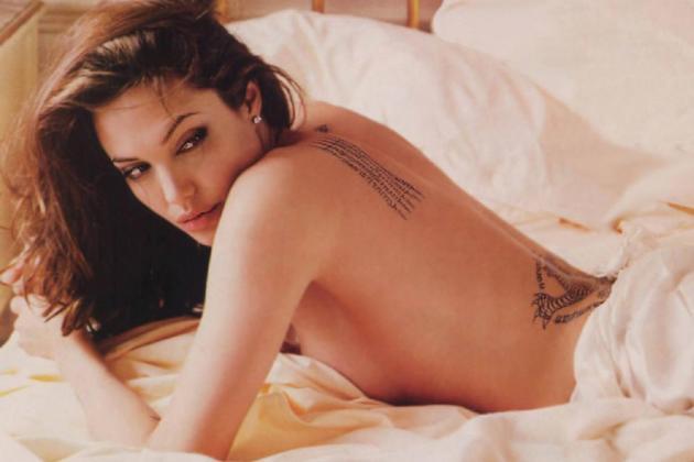 angelina-jolie hot naked bed
